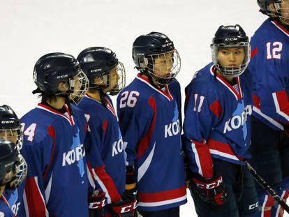 El equipo intercoreano de hockey femenino, este domingo en Incheon (Corea del Sur).