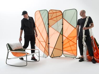 Parte de la colección Canopy, de la agencia Layer y la firma de moda Raeburn, compuesta de varias piezas de mobiliario y decoración hechas a partir de paracaídas reciclados.  
