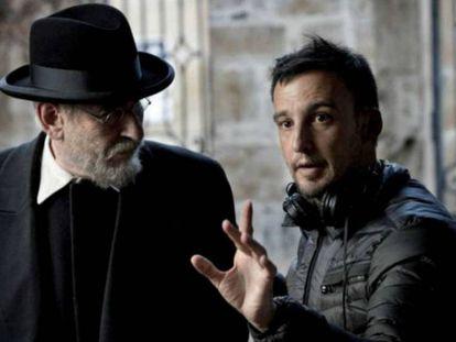 Karra Elejalde y Alejandro Amenábar, en el rodaje de 'Mientras dure la guerra'.