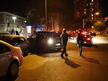 Varios policías aseguran el área tras el ataque a una comisaría en la República Srpska.