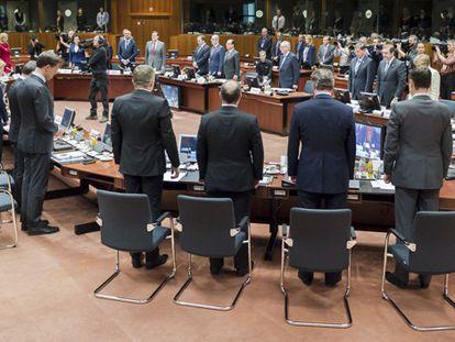 Los líderes de la UE guardan un minuto de silencio por las víctimas de la inmigración.