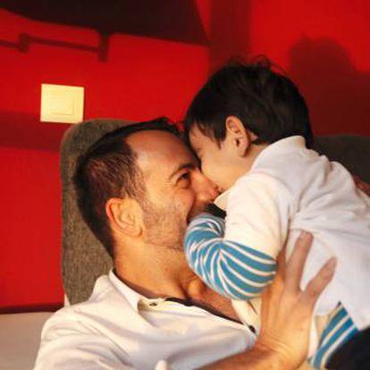 José Borrallo, con su hijo.