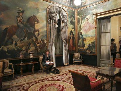 Interior de la vivienda de Julio Muñoz Ramonet, en octubre de 2013, el primer día que los medios de comunicación pudieron visitarla.
