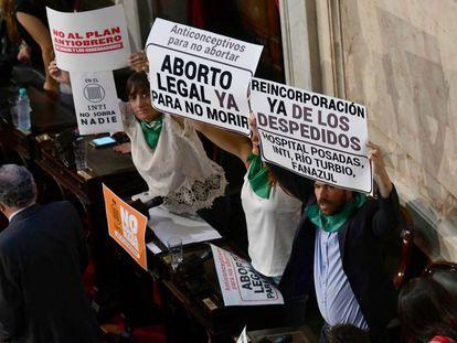 Diputados de izquierda señalan algunas de las pujas de 2018: aborto y despidos.