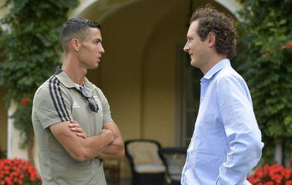 Cristiano Ronaldo y John Elkann el 12 de agosto de 2008 en Turín.