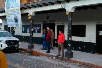 Impactos de bala en la tenencia de Tarecuato, en el municipio de Tangamandapio, Michoacán.