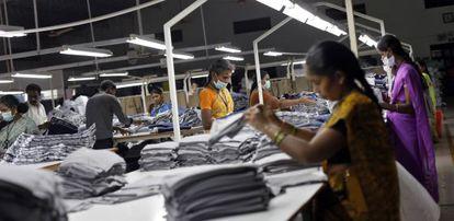 Empleadas del taller textil Estee en Tirupur (Tamil Nadu, India).