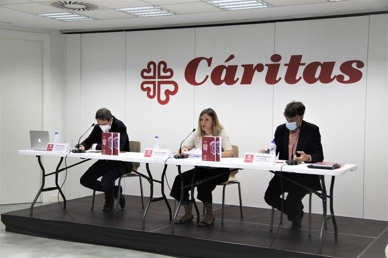 """Presentación del informe """"Un arraigo sobre el alambre"""" este martes en la sede de Cáritas Española"""