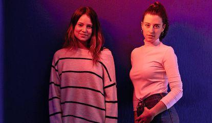 Valentina Villagómez, boliviana de 26 años (izquierda), y Andrea Cerdán, malagueña de 25 años. Villagómez es diseñadora de productos y Cerdán es graduada en ciencias ambientales.