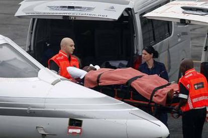 Obilale, portero suplente de Togo, a su llegada ayer al aeropuerto de Lanserio, en Johannesburgo.
