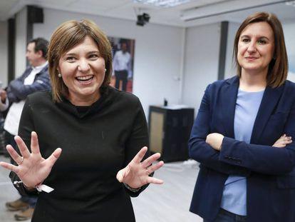 Isabel Bonig presidenta del PPCV (a la izquierda), y la candidata al Ayuntamiento de Valencia, Maria José Catalá.