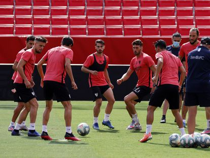 Último entrenamiento del Sevilla antes del derbi en el Sánchez Pizjuán.