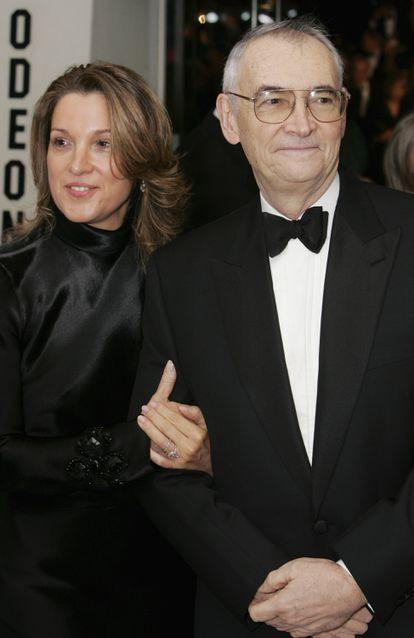 Barbara Broccoli y Michael G. Wilson en el estreno en Londres de 'Casino Royale' en 2006.