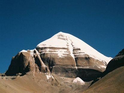 Vista lateral sur de Kailash.