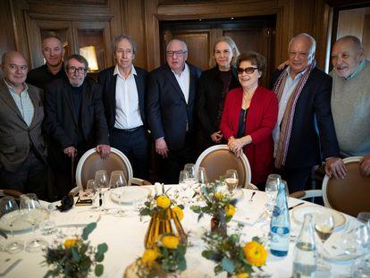 El jurado del premio Goncourt, reunido en un restaurante de París en marzo de 2020. Desde la izquierda, Pierre Assouline, Philippe Claudel, Patrick Rambaud, Pascal Bruckner, Didier Decoin, Camille Laurens, Francise Chandernagor, Eric-Emmanuel Schimtt y Tahar Ben Jelloun.