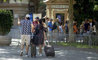 Turistas en el centro de Sevilla.