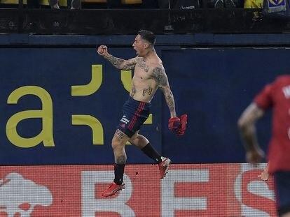 Chimy Ávila celebra tras marcar el segundo gol del Osasuna en el partido de Liga contra el Villareal.