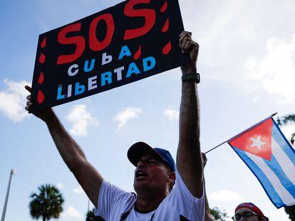 Manifestación en Miami a favor de las protestas en Cuba contra el régimen.