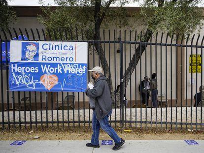 La Clínica Monseñor Oscar A. Romero, un centro de vacunación contra la covid-19 en Los Ángeles, el miércoles 21 de abril.