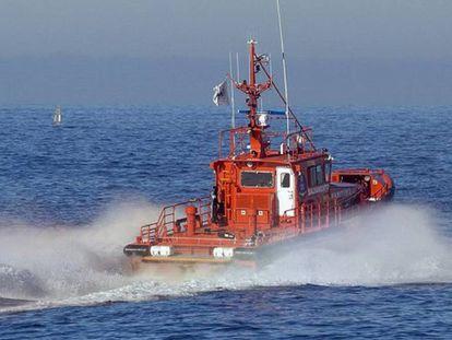 Uno de los barcos de la flota de rescate de Salvamento Marítimo.