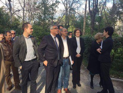 La visita de la alcaldesa, concejales y consejeros a la quinta de Vista Alegre, este martes.