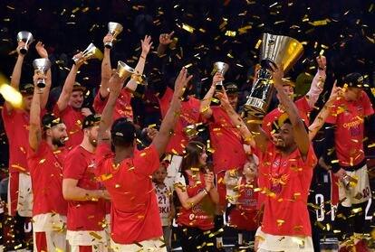 Los jugadores del CSKA celebran el título conquistado en la Final Four de Vitoria en 2019.