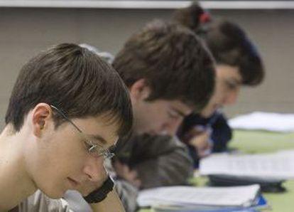 Alumnos de 1º de Bachillerato en una clase de Inglés.