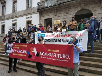 Manifestación de familiares de usuarios de residencias por el centro de Vigo promovida por la federación REDE.