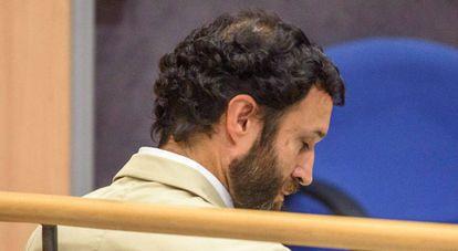 J.M.M., este jueves en el banquillo, acusado de un presunto delito de abusos sexules a un menor en un colegio del Opus Dei.