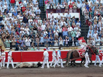 El sexto toro, de nombre 'Ruiseñor', fue premiado con la vuelta al ruedo.