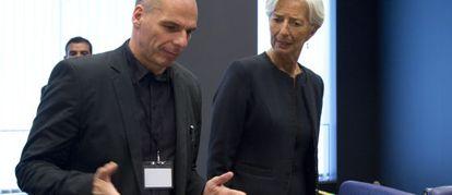 Lagarde, del FMI, y el ministro Varoufakis en el Eurogrupo del 18 de junio.