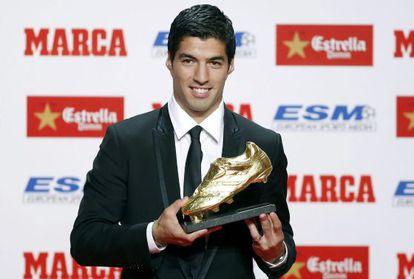 Luis Suárez, con la Bota de Oro.