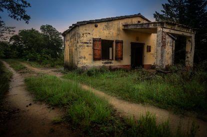 Una vivienda abandonada en Suelves.