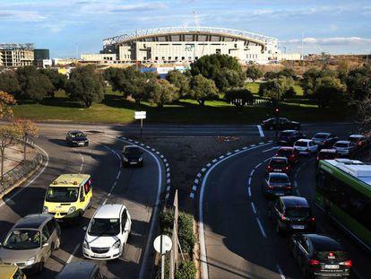 Avenida de Arcentales, ayer, en su tramo próximo al estadio del Atlético de Madrid.