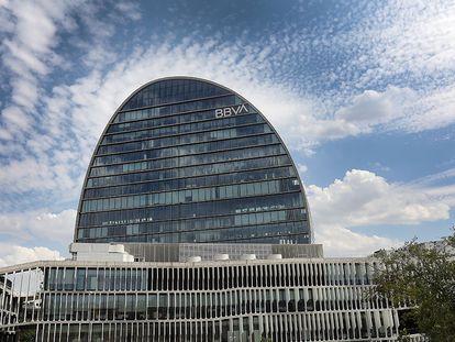 Edificio La Vela de BBVA. Ciudad BBVA, sede del banco en Madrid.