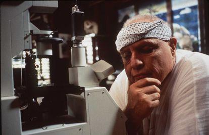 Marlon Brando en una escena de 'La isla del Dr. Moreau'. La película, por la que recibió críticas nefastas y un premio Razzie, fue una de sus últimas apariciones en el cine.