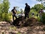 El equipo de búsqueda sigue el rastro del desaparecido Vicente Suástegui este jueves 2 de septiembre de 2021, en los alrededores del poblado de El Arenal (Guerrero).