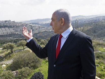 Benjamín Netanyahu, ante el asentamiento de colonos de Har Homa (Jerusalén Este), en febrero.