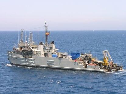 El buque 'Neptuno' colabora en la búsqueda de la avioneta siniestrada cerca del Delta del Ebro.