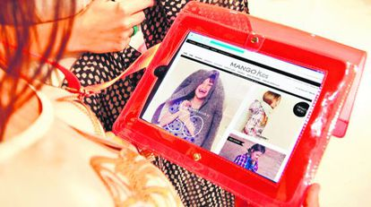 En casi todos los Mango hay adisposición del cliente un iPad para que compre online si no ha encontrado lo quebusca.