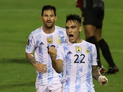 Lautaro Martínez, con Messi detrás, celebra su gol frente a Venezuela.
