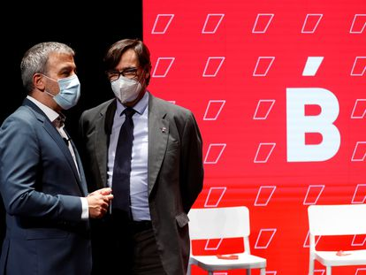 Jaume Collboni y Salvador Illa momentos antes del inicio del acto en el que hace balance del ecuador del mandato