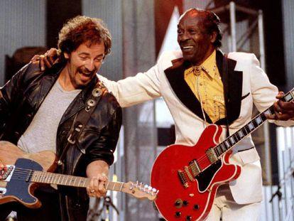 Bruce Springsteen y Chuck Berry, en una imagen de 1995.
