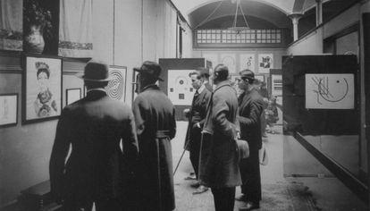 Exposición de Picabia en las Dalmau (1922). Abajo, portada del catálogo de la exposición de Dalí (1925).