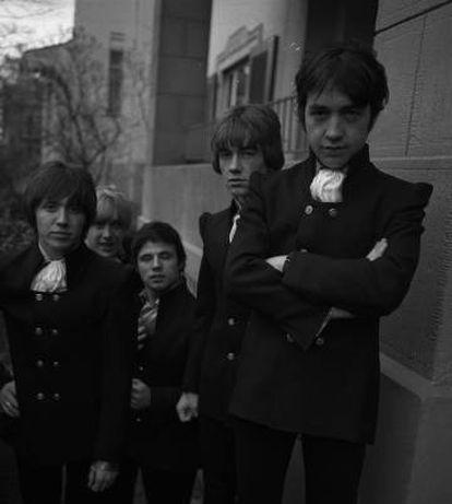 George Young (derecha) en 1967 con el grupo 'The Easybeats'
