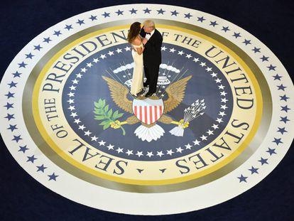 """El nuevo presidente de Estados Unidos, Donald Trump, y la primera dama, Melania, eligieron la mítica canción """"My Way"""", de Frank Sinatra, para su primer baile como nuevos inquilinos de la Casa Blanca."""