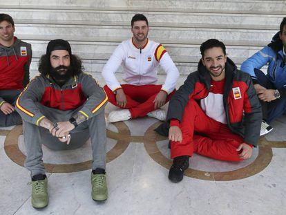 Herrero, Hernández, Eguibar, Montoya y Salarich, en la sede del COE. Foto: ANDREA COMAS / Vídeo: El equipo de snoboard cross. / DMAX / EUROSPORT