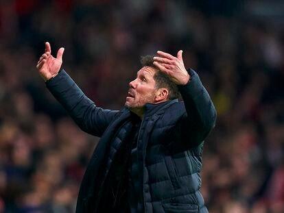 Simeone, ante el Liverpool.