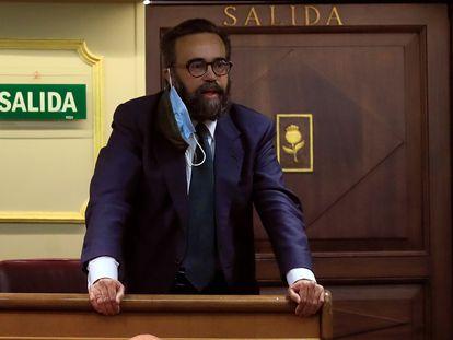 El diputado de Vox José María Sánchez García, expulsado del hemiciclo tras llamar bruja a Laura Berja, diputada del PSOE.
