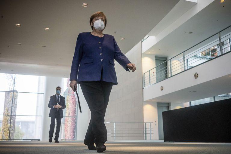 La canciller alemana, Angela Merkel, a su llegada a la comparecencia ante los periodistas el lunes en la sede de gobierno en Berlín.